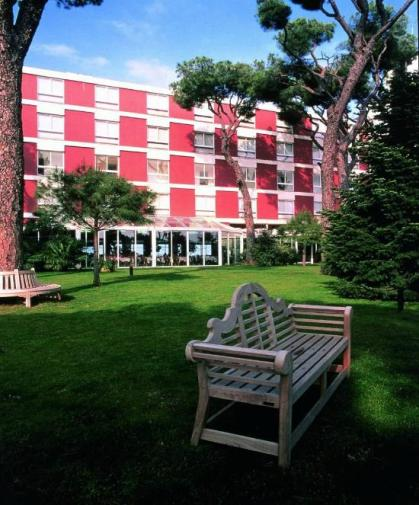 al-bustan-hotel