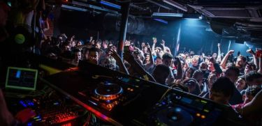 24197_1_review-sankeys-with-darius-syrossian-sidney-charles-nicole-moudaber_ban