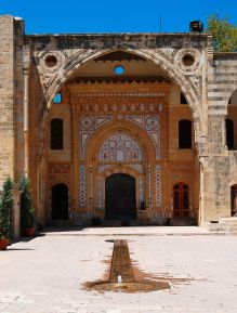 1024px-beiteddine_entrance_door_2009