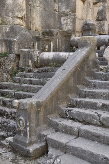 niha_great_temple_cella_stairs