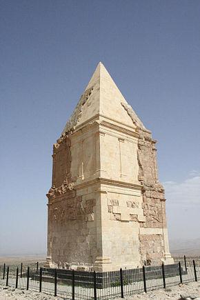 290px-hermel_pyramid